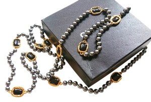 Chanel Authentic Vintage Chanel Onyx Gripoix Gold Frame Dk. Grey Pearl Necklace Original Box
