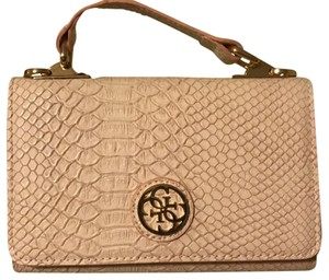 Guess Wristlet in pink, cream