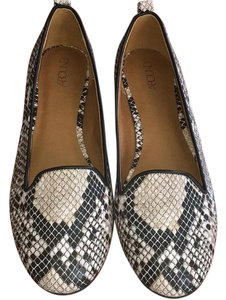 Abound black and white Flats