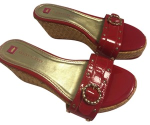 Elaine Turner red Wedges