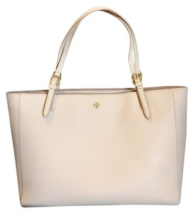 Tory Burch York Buckle Tote in Light Oak