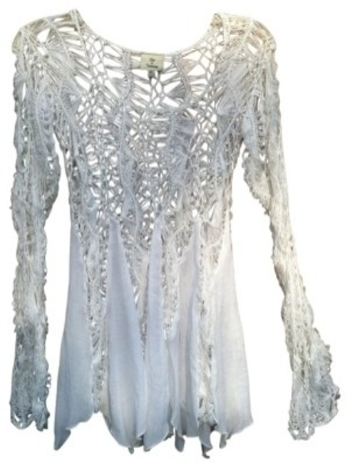 Preload https://item2.tradesy.com/images/hot-and-delicious-white-long-sleeved-knit-night-out-top-size-10-m-21396-0-0.jpg?width=400&height=650