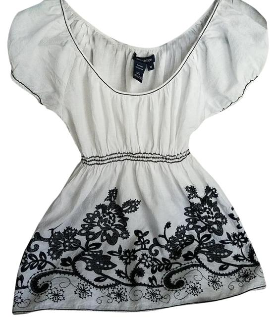 Item - White Black Embroidered On Or Off Shouldered Cap Sleeved Blouse Size 8 (M)