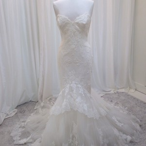 Enzoani Ivory Lace Jodie Traditional Wedding Dress Size 8 (M)
