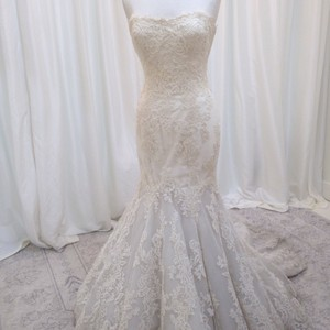 Enzoani Ivory Lace Dakota Traditional Wedding Dress Size 6 (S)