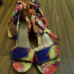 Kenneth Cole Reaction Multicolor artsy pattern Sandals