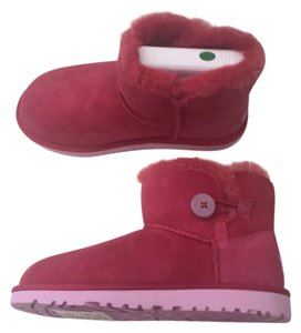 c19134c30f3a Red UGG Australia Boots & Booties Flat Up to 90% off at Tradesy