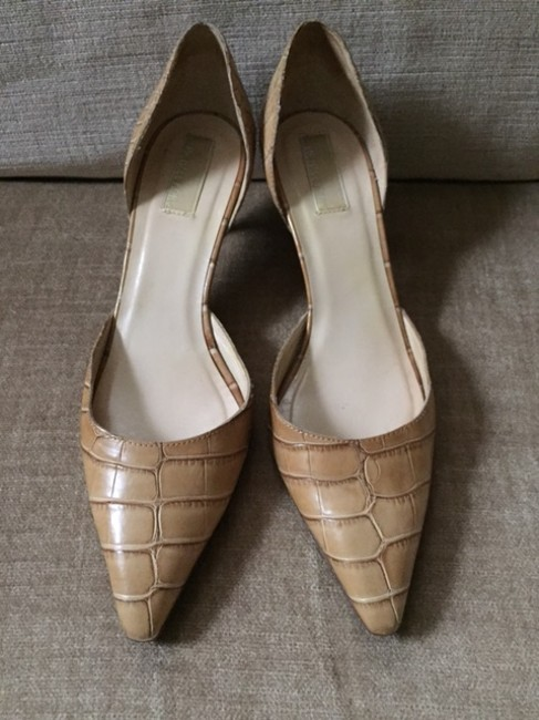 Item - Beige D'orsay Pumps Size US 7
