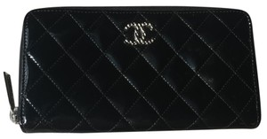 Chanel Quilted Zip Around Zippy Wallet Clutch Patent Leather EXCELLENT CONDITION!
