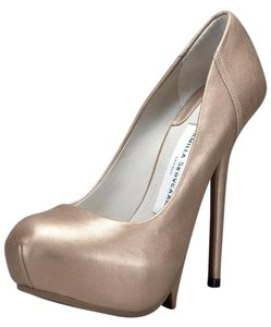 Camilla Skovgaard 1-saw Calf Leather Stiletto Gold Pumps