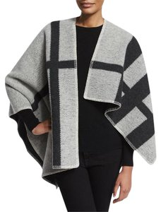 Burberry $1495 NWT BURBERRY BRIT Wool-Blend Ladie's Check Cape White Gray OSFA
