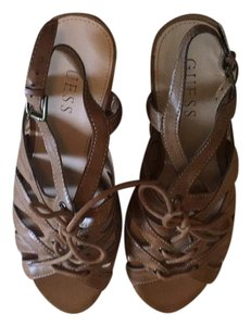 Guess light brown/tan Wedges