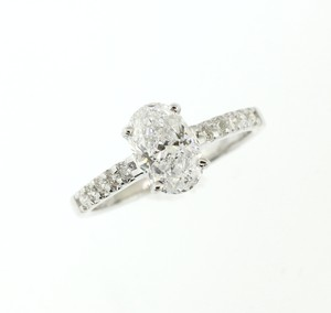 D Vs2 1.66 Cts Oval In 18k White Gold Engagement Ring