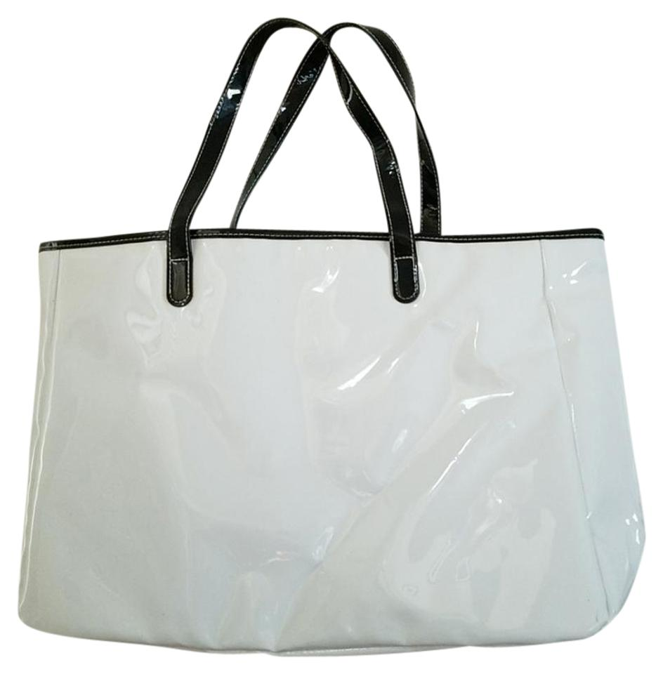 Saks Fifth Avenue Handbags Weekender Summer Tote In White And Black