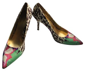 Nine West floral, leopard Pumps