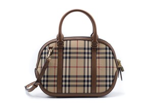 Burberry Classic Tote in brown