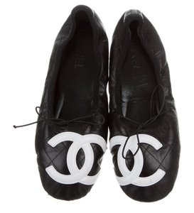 Chanel Quilted Round Toe Interlocking Cc Cambon Embellished Black, White Flats