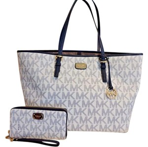 Michael Kors Mk Travel Carryall Wristlet Tote in Navy/White