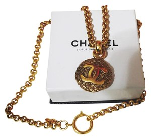 Chanel Chanel CC logo round charm chain necklace