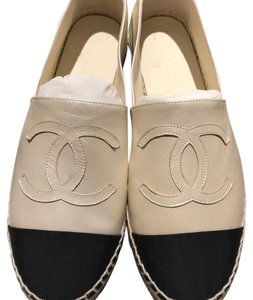 Chanel Pearly white/black Flats