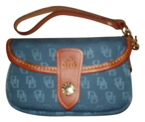 Dooney & Bourke Clutch Style Purse Wristlet in Teal
