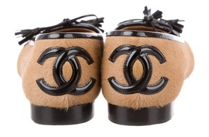Chanel Patent Leather Interlocking Cc Round Toe Cc Ponyhair Beige, Brown Flats