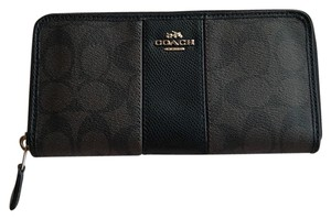 Coach Coach Signature Zip Around Wallet