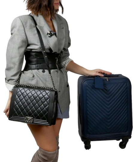Preload https://img-static.tradesy.com/item/21434609/chanel-chevron-luggage-blue-calfskin-leather-weekendtravel-bag-0-7-540-540.jpg