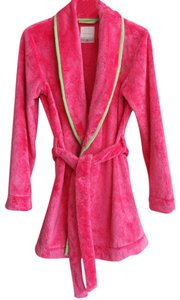 Gilly Hicks Gilly Hicks pink soft fluffy Bath robe Size Medium/Large.