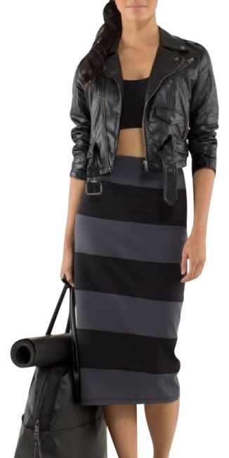 Item - Coal/Grey and Black Yoga Over Skirt Size 10 (M, 31)