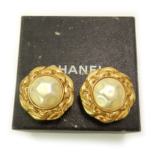 Chanel Pre-owned Early Vintage CHANEL Round Gold Plated Imitation Pearl