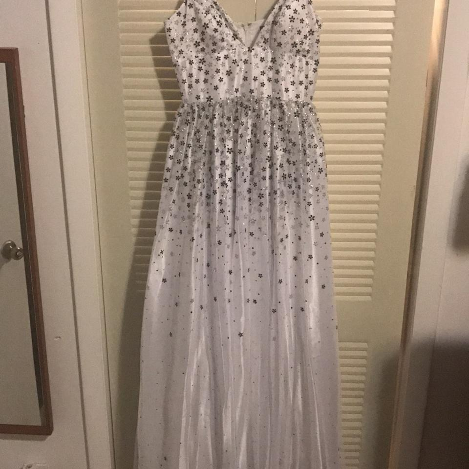 White Night Gown Long Formal Dress Size 4 (S) - Tradesy
