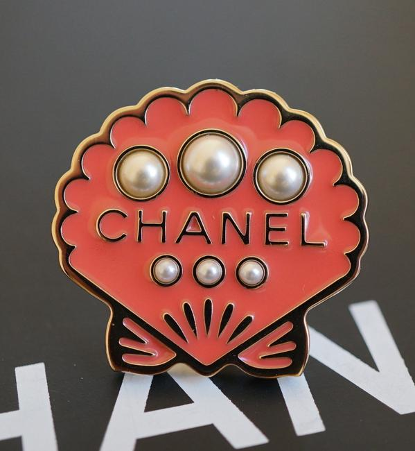 Item - Pink Runway Cuba Collection Gold Metal Seashell Brooch/Pin