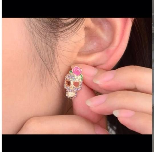 Betsey Johnson NEW Betsey Johnson Skull Earrings