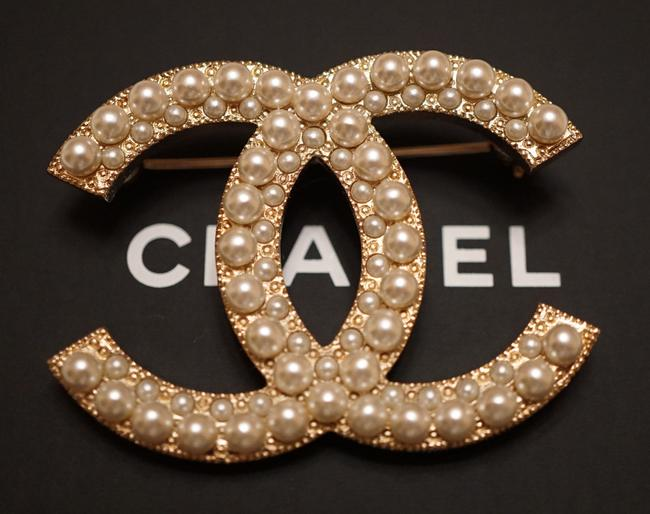 Item - Pearl/Gold Large Double White Metal Cc Logo Brooch/Pin