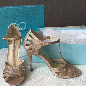 Betsey Johnson Champagne Blue Tee Heels Formal Size US 8 Regular (M, B)