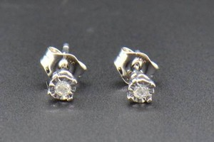Round Cut Diamond Studs 10k White Gold Fanook Setting Earrings 0.04 Ct