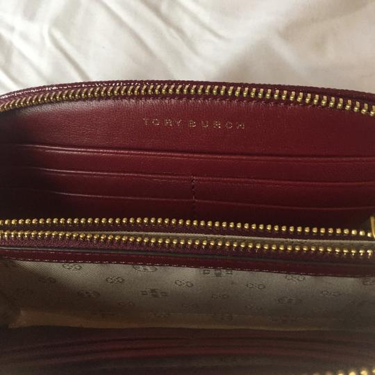 Tory Burch Double T Curved Wallet Image 3