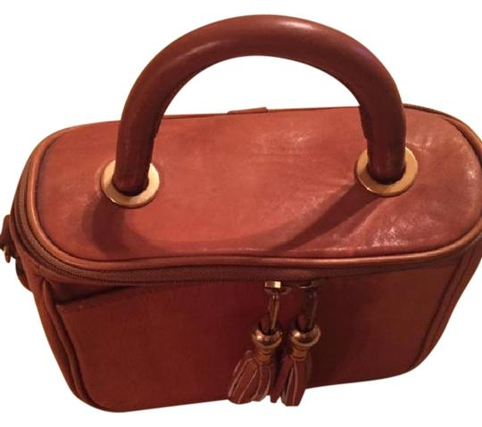 Preload https://img-static.tradesy.com/item/21464732/hand-crafted-tan-leather-satchel-0-1-540-540.jpg