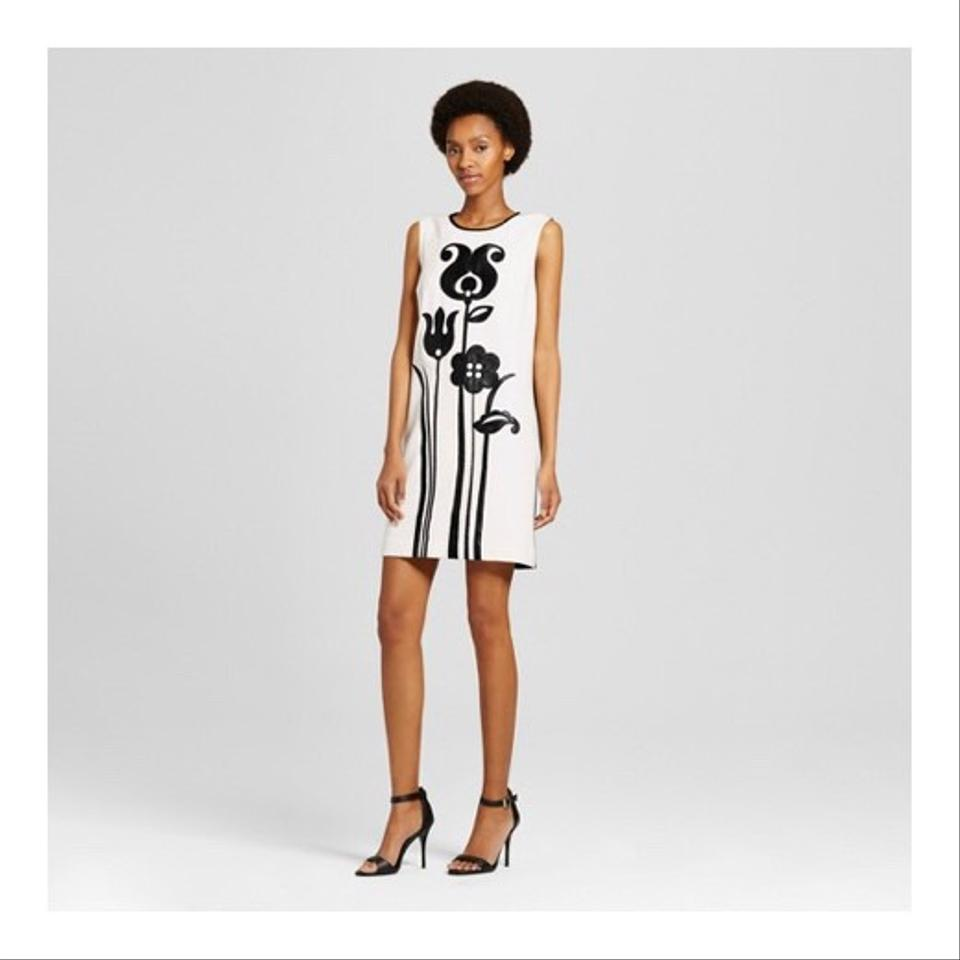 cf0e8e8a551 Victoria Beckham for Target ♡ Black and White Mod Shift Tulip Applique  Short Casual Dress Size 2 (XS) - Tradesy