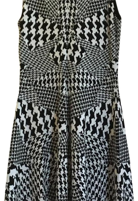 Preload https://img-static.tradesy.com/item/21467256/mcq-by-alexander-mcqueen-blackwhite-wfo-332534-mid-length-cocktail-dress-size-14-l-0-1-650-650.jpg