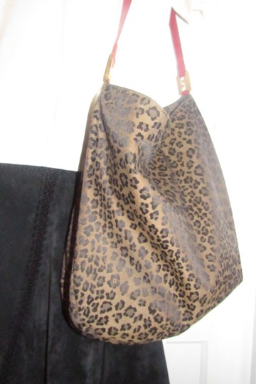 Fendi Mint Condition Xl Hobo Canvas Leather & Gold Limited Edition Tote in leopard print and red Image 11