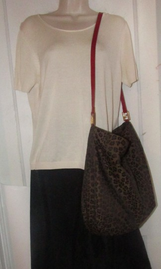 Fendi Mint Condition Xl Hobo Canvas Leather & Gold Limited Edition Tote in leopard print and red Image 4