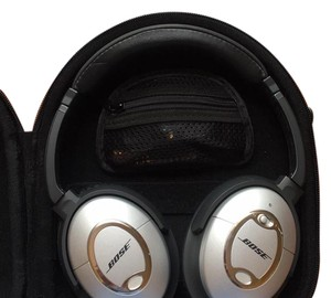 Bose Bose QuietComfort 2 Acoustic Noise Cancelling Headphones. wireless. uses AA batteries