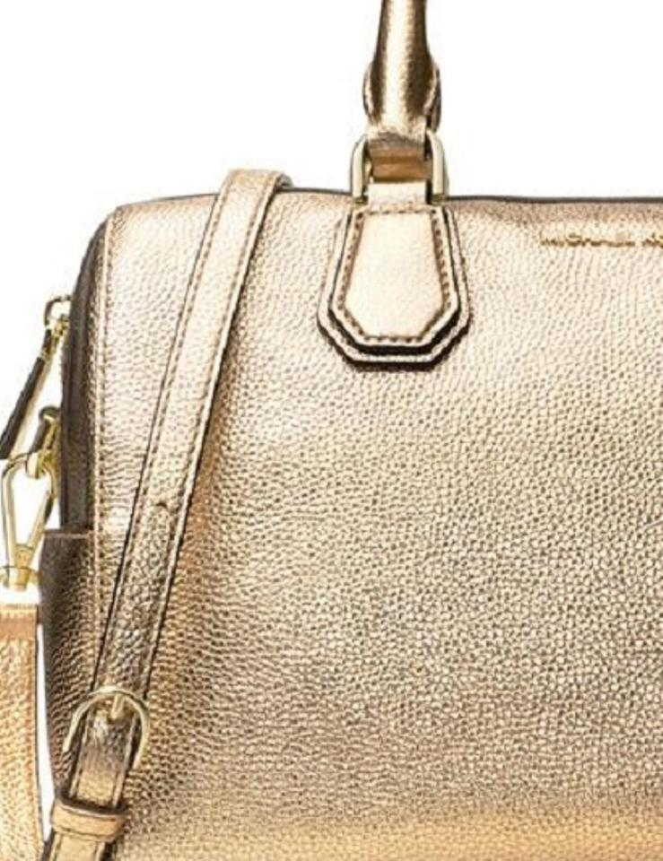 1338c834218b Michael Kors Mercer Duffle Pebble Leather Medium Satchel in Pale Gold Image  3. 1234