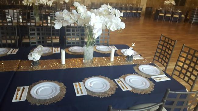 Item - Gold 100 Chargers Tableware