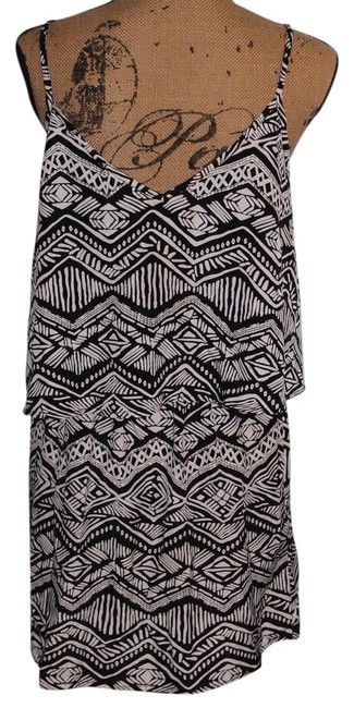 Item - Black and White Short Casual Dress Size 16 (XL, Plus 0x)