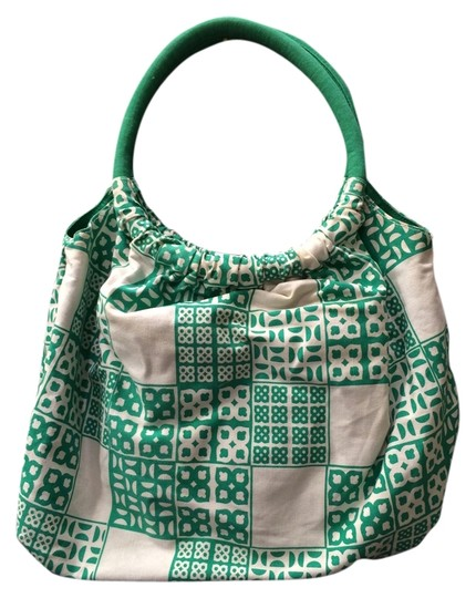 Preload https://item1.tradesy.com/images/merona-resort-beach-pool-tote-bag-green-and-white-print-2148645-0-0.jpg?width=440&height=440
