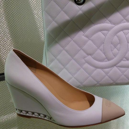 Chanel Christian Louboutin Jimmy Choo Louis Vuitton Manolo Blahnik Rene Caovilla white / nude Pumps