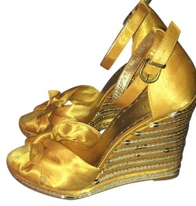 BCBGMAXAZRIA Canary Yellow/Gold Wedges